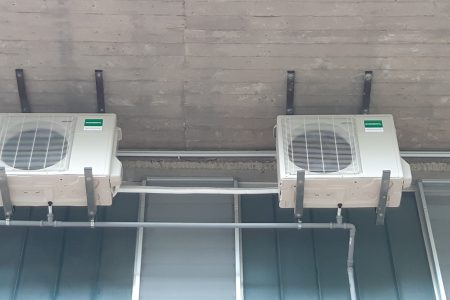 climatizzatori Fujitsu-General un. esterne da 18000-BTU staffate a soffitto